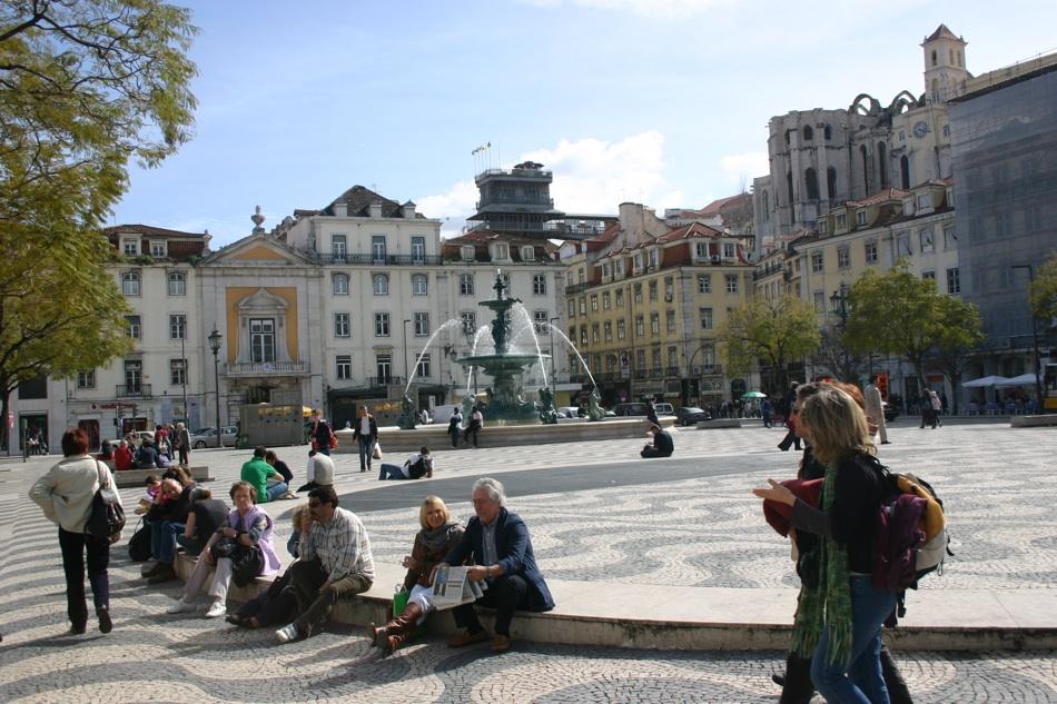 Lissabon, Rossioplatz do Carmo in Portugal, schwulenfreundliche Hostels und Hotels liegen in der Nähe