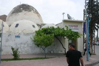 In der Geburtsstadt von Paulus geht ein Mann in Tarsus in Richtung des Hamams