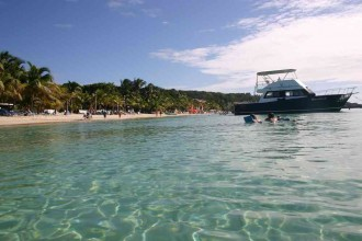 West Bay-Beach: Palmen gesäumtes Touristen-Zentrum auf Roatán