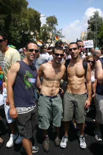 Pride Parade Tel Aviv 2008: Schwule israelische Besucher beim größten Christopher Street-Event Israels, Foto: Robert Niedermeier