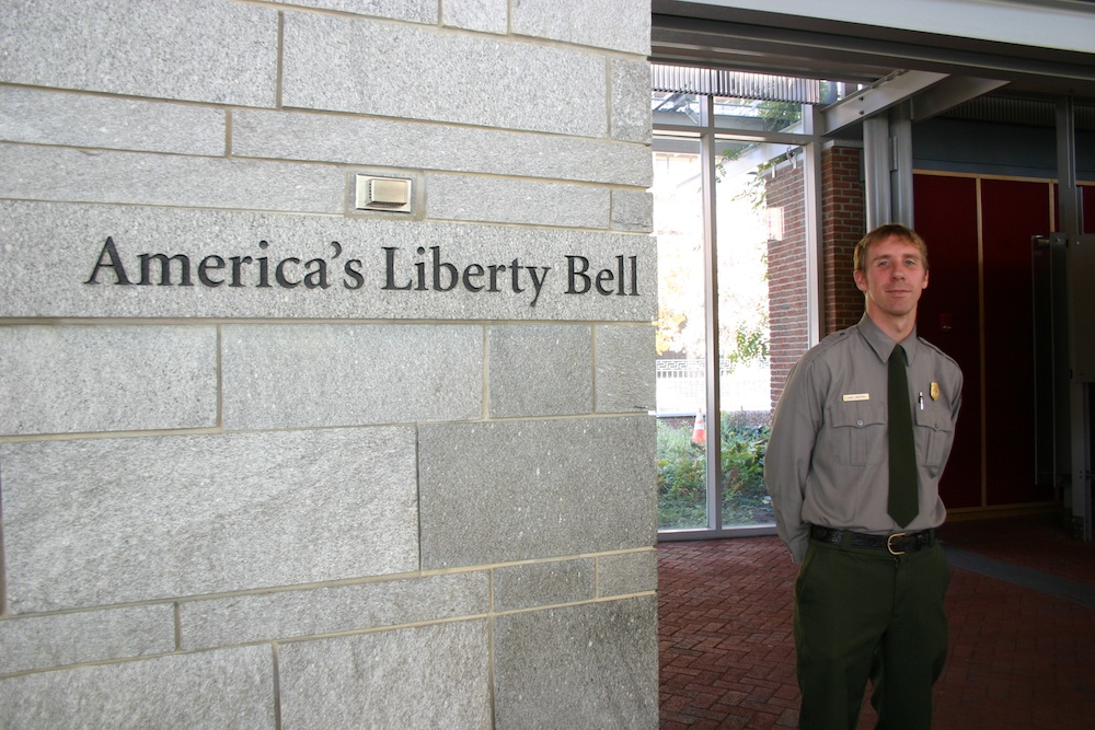 Liberty Bell Ranger im National Historical Park in Philadelpia