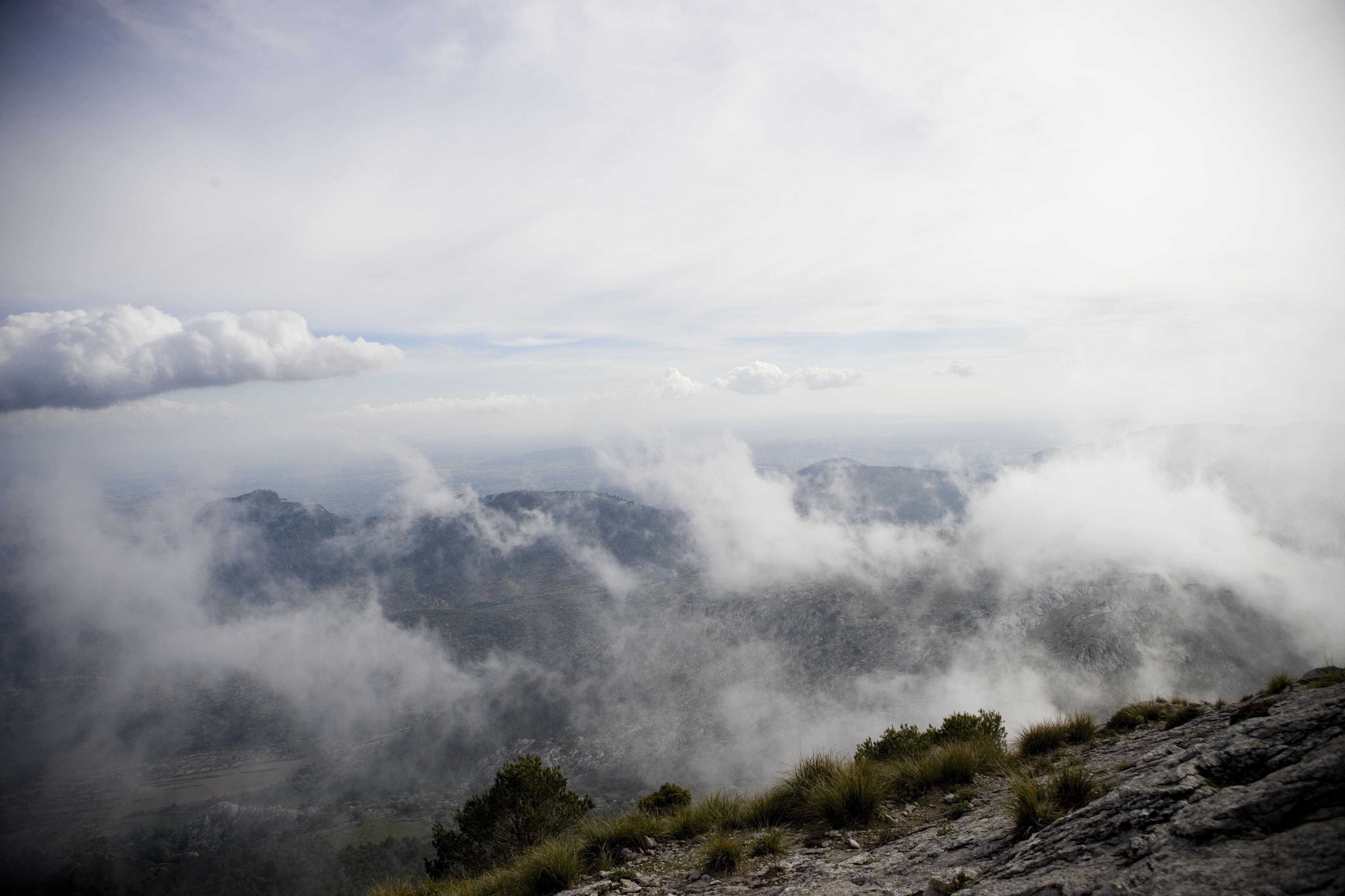 Ausblick durch den Nebel Richtung Palma, Nebel Richtung Palma, Foto: Dennis Yenmez