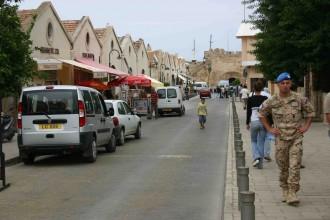 Uno-Soldat in Nordzypern beschäftigt sich selbst auf die touristische Tour