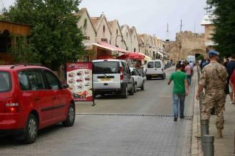 Uno-Soldat in Famagusta: Knuffig auch von Hinten und die Hose sitzt perfekt
