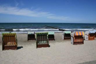 Ostseestrand mit Strandkörben unweit der Hotelresidenz Upstalsboom