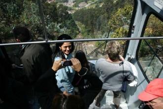 Ausflügler in Bogotá in der Seilbahn hoch zum Berg Monserrat