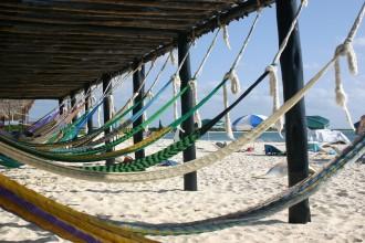 Cozumel Hängematten: Cozumel: Hängematten am Sandstrand auf Landgang