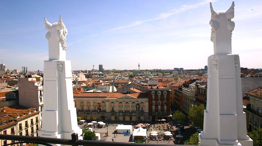 Blick von Dachterrasse vom ME-Hotel in der Altstadt auf Madrid