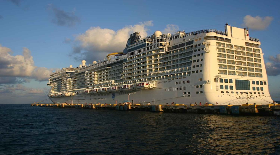 Norwegian Epic vor Cozumel, eine Insel die zu Mexiko gehört in der West-Karibik