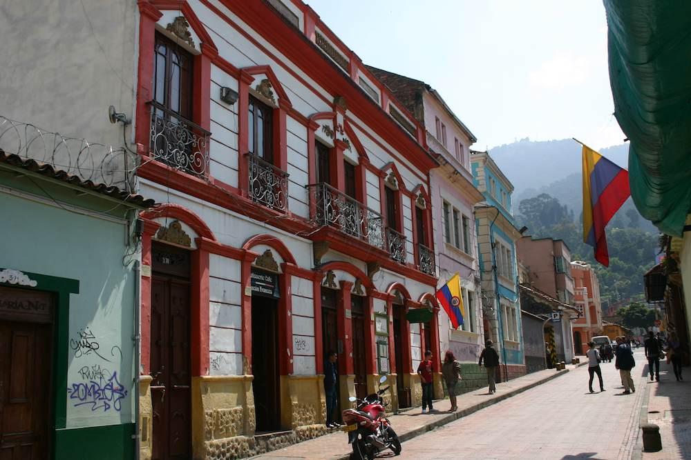Nahe der Nebelberge: Alternativ und intellektuell geprägten Alltagswirklichkeit entlang der Avenida Jiménez de Quesada