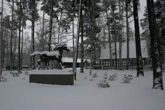 Die Pferd-Statue deutet an: Der Erbauer ist ein Pferdenarr