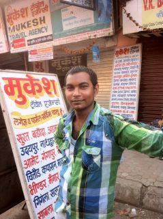 Busreise mit Reiseagentur Mushek: Mustafa arbeitet im Hotel Ruyale Inn im Stadtteil Andheri; hier an der Busstation nach Udaipur