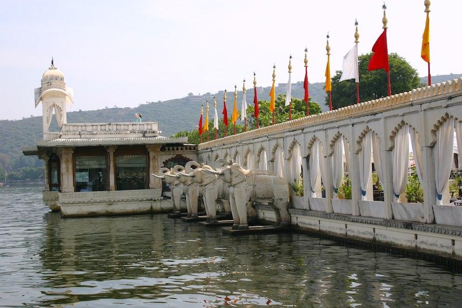 Die Elefanten von Jag Mandir (Gartenpalast-Insel auf dem Pichola-See in Udaipur)