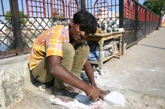 Udaipur: Boru meißelt Figuren aus Speckstein, Foto: Robert Niedermeier