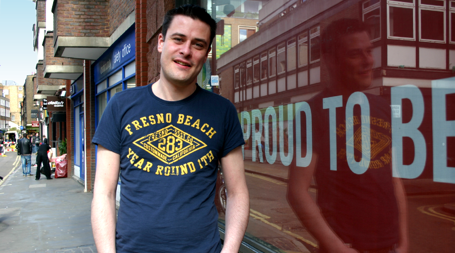 Steve Erskine in Soho (London) vor dem Pride-Office