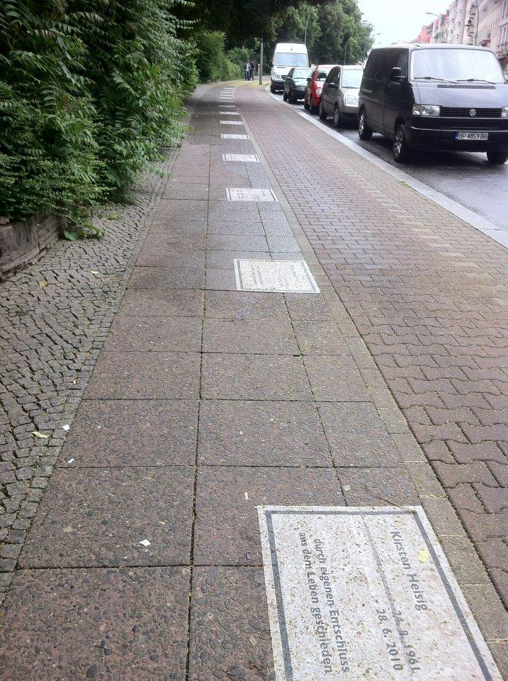 Straße der Verlierer auf der Hermannstraße in Berlin Neukölln