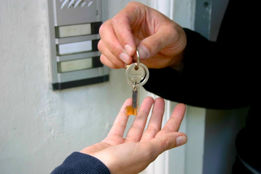 Schlüsselübergabe vom Hauptmieter persönlich fürs Ferien-Schloss