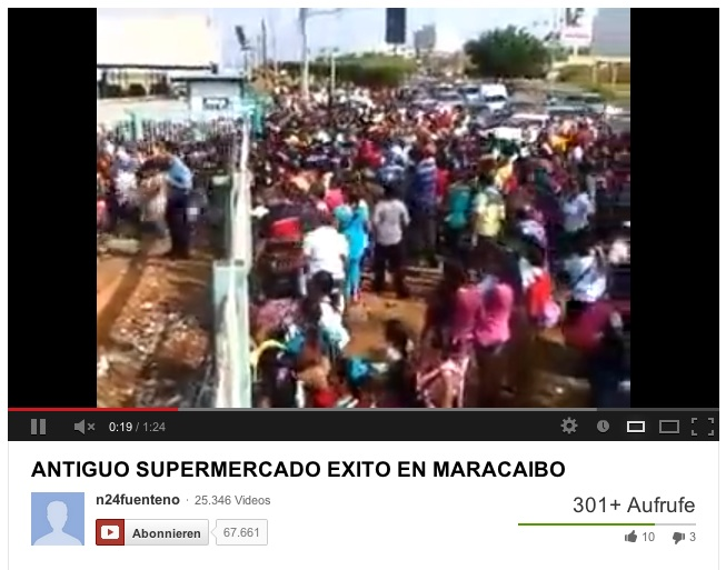 (Caracas, 9 de junio. Noticias24).- Las imágenes muestran a cientos de personas a las afueras del supermercado Bicentenario, antiguo Éxito, en la Circunvalación 2 de Maracaibo, quienes corren desesperadamente para adquirir los productos de primera necesidad.