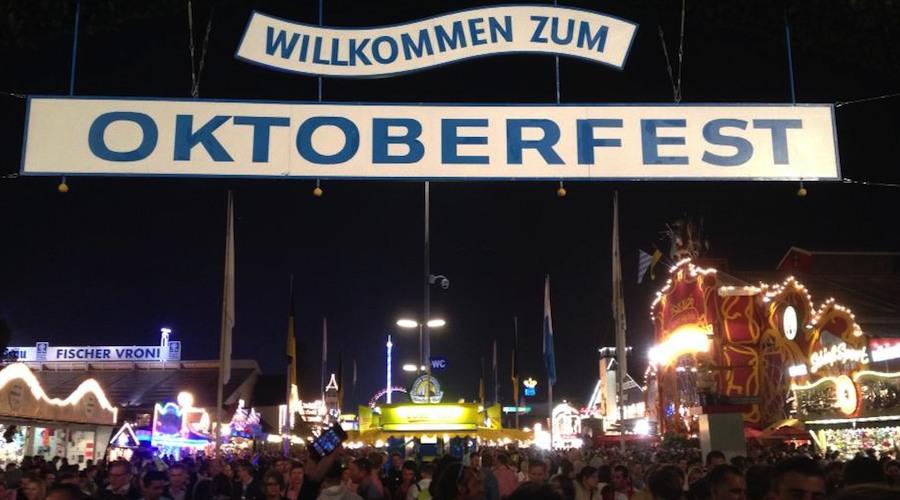 Eingang zur Theresienwiese: Oktoberfest-Tor