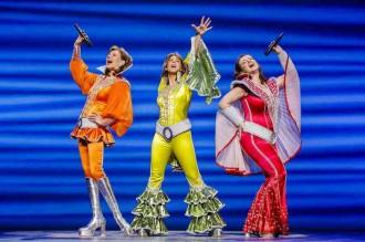 Szene aus dem Musical MAMMA MIA im Stage Palladium Theater in Stuttgart im Februar 2013.