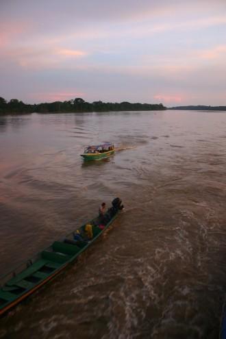 Beiboot im Schlepptau des Flusskreuzers Manatee