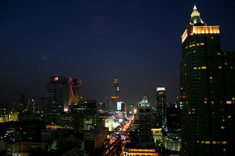 Nacht über Bangkok, Blick aus dem St. Regis Hotel