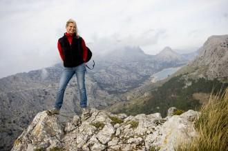 Wander-Woman: Astrid Prinzessin zu Stolberg-Wernigerode auf Mallorca: Cuber-Stausee inmitten des südlichen Tramuntana-Gebirges , Foto: Dennis Yenmez