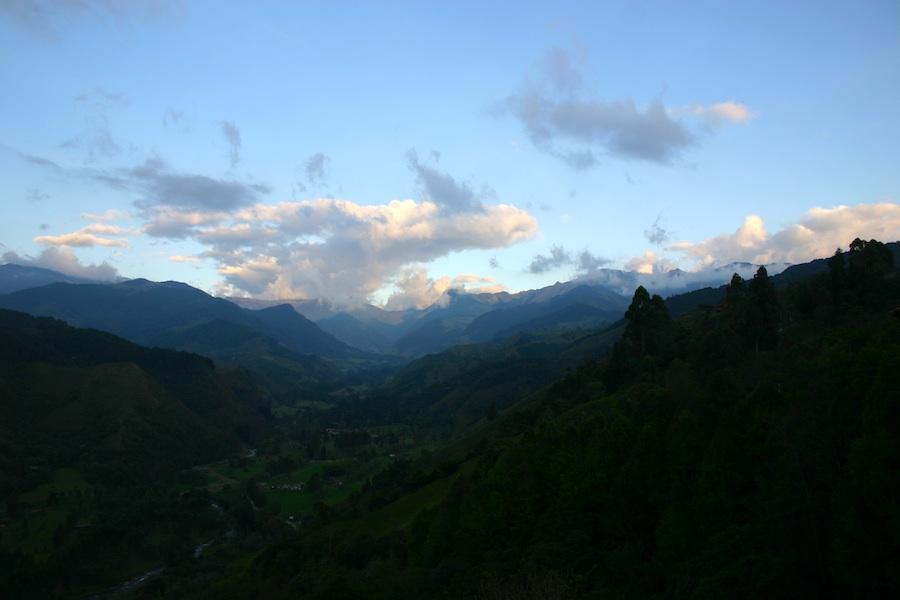 Kolumbiens weite landschaften: von Salentos Hausberg Alto de la Cruz aus betrachtet