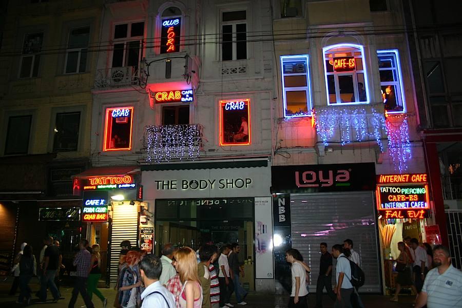 Istanbul: Das Crab von außen: Innen tönt Ska-Punk. Foto: Robert Niedermeier