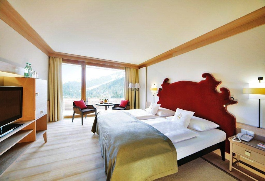 Doppelzimmer des Travel Charme Ifen Hotels. Foto. Travel Charme Ifen Hotel Kleinwalsertal
