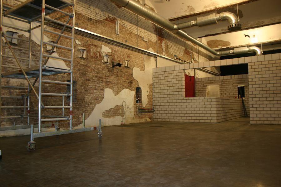 """Der """"Salon"""" im neuen SchwuZ - am 10.11. noch eine Baustelle. Foto: Robert Niedermeier"""