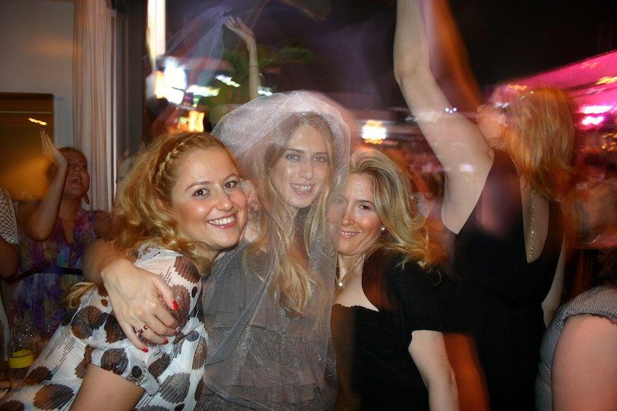 Istanbul: Jungesellinnen-Partycrew im Reina Foto: Robert Niedermeier