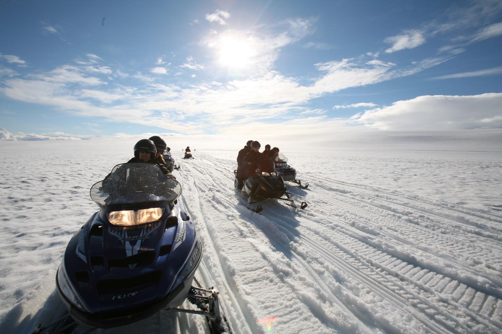Snow-Mobile-Tour auf dem Gletscher Mýrdalsjökull (Island)