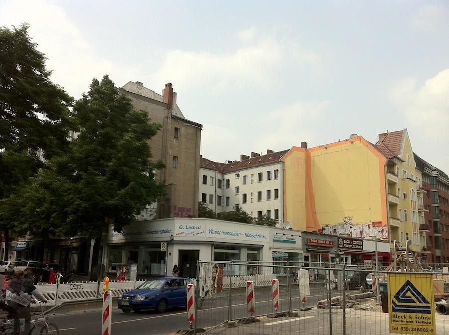 Typisch Neuköllner Baulücke an der Hermannstraße Ecke Leinestraße