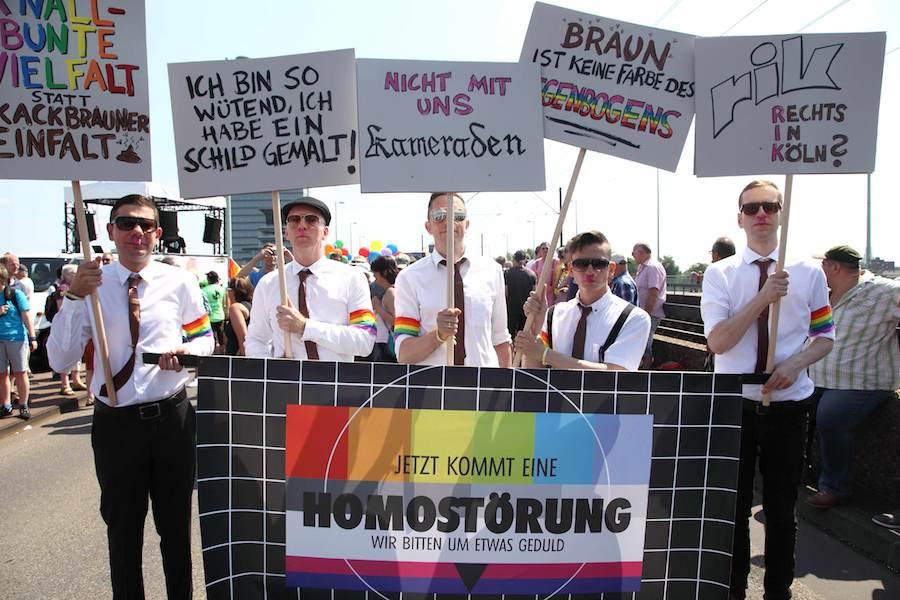 ColognePride-Teilnehmer 2013 gegen rechts vom politischen Ufer. (Foto: Viktor Vahlefeld & Volker Glasow)