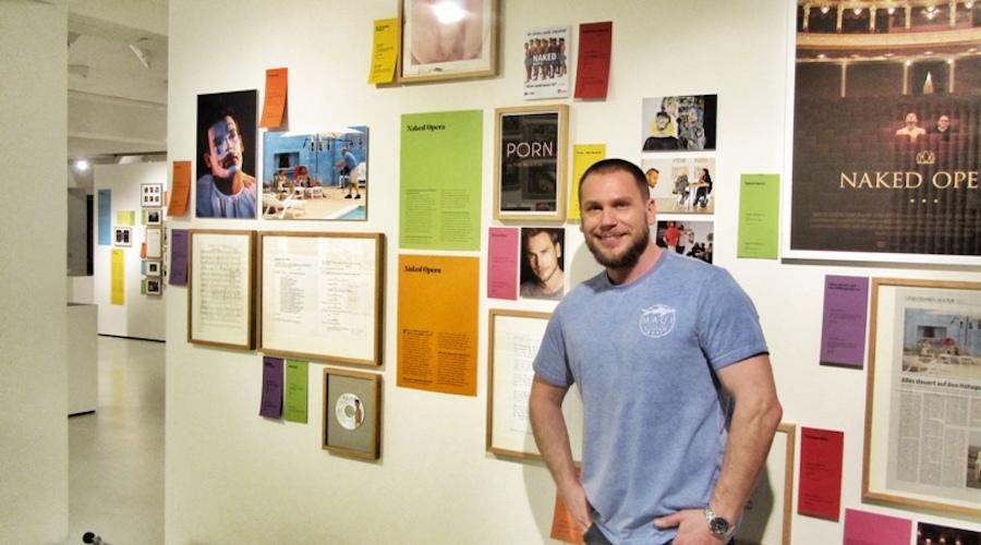 """Florian Klein steht vor der """"Oper-Pornowand"""" im Schwulen Museum. Dort läuft noch bis zum 24, Mai 2015 die Ausstellung """"Porn that Way"""""""