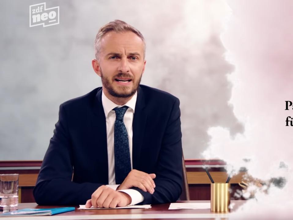 """""""Volksverhetzung ist die Kernkompetenz der AfD"""", sagt Han Böhmerman im ZDF Neo Magazin Royal-Beitrag in dieser Videosquenz, Screenshot, Youtube, Niedermeier"""
