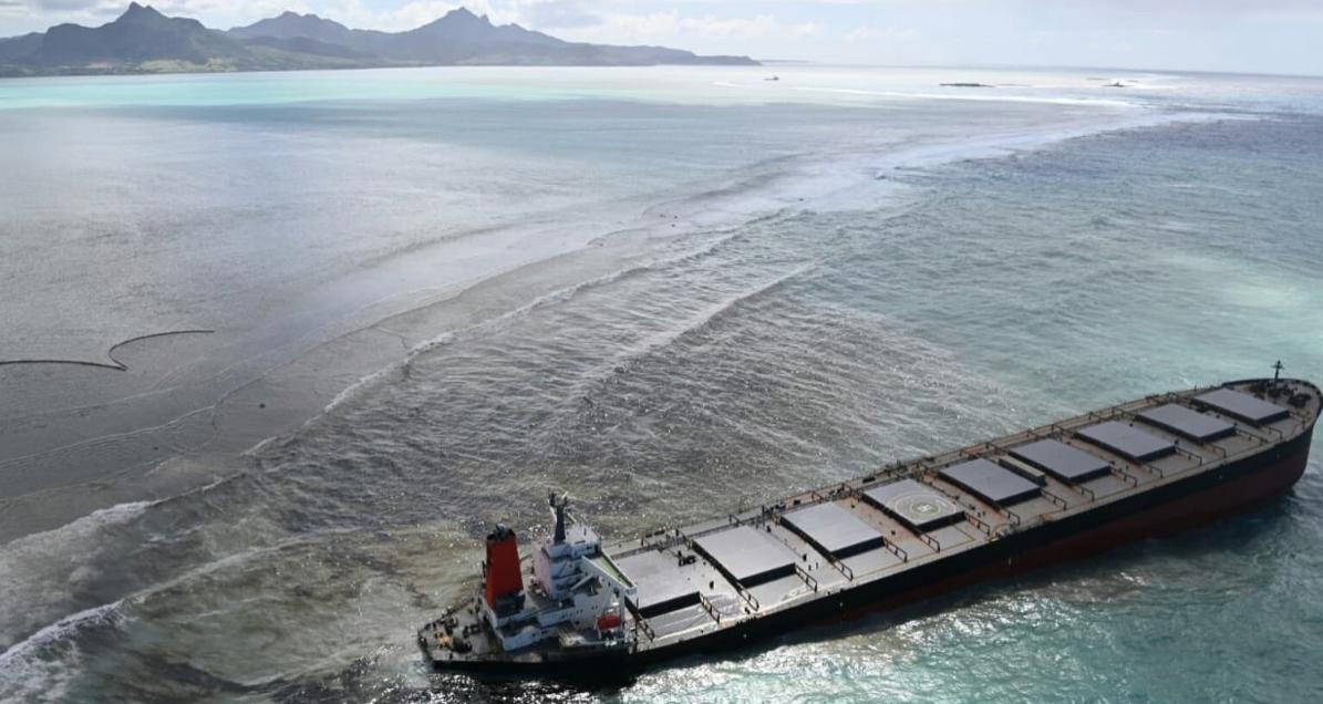 Japanischer Öltanker havariert vor Mauritius, 80 Prozent des Energieverbrauchs nutzt Mauritius aus importieren fossilen Energieträgern wie Öl und auch Erdölprodukten wie Diesel.