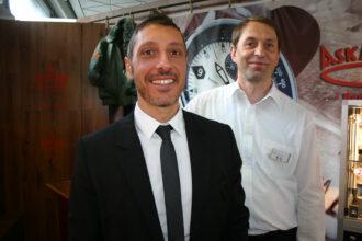 Gerd Siegel im kleinen Luxus-Uhren-Shop im Flughafen Tegel (v.l.n.r.)