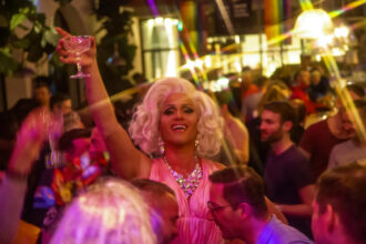Keine Party wegen Covid-19 auf der Arosa Gay Skiweek