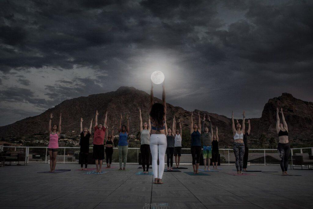 Asanas bei Mondlicht: Auch das ist Wellness in Arizona