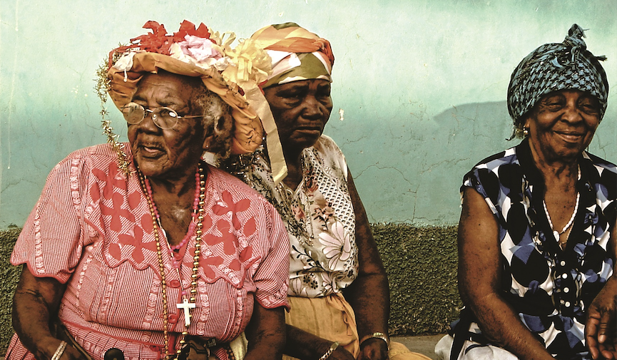 Nicaragua: Miskito und Garifunas Über das ganze Land verteilt leben insgesamt sieben indigene Völker in Nicaragua: die Chortega, Matagalpa, Ocanxiu und Nahuatl, die historisch gesehen zwischen der Pazifikküste und dem zentralen Norden angesiedelt sind, und die Sumu Mayangna, Rama und Miskito, die an der Atlantikküste leben. Letztere sind im Grenzgebiet zwischen dem Norden Nicaraguas und dem Süden Honduras' beheimatet und bilden das größte indigene Volk an der Karibikküste. Ebenfalls an der Karibikküste leben die Garifuna.
