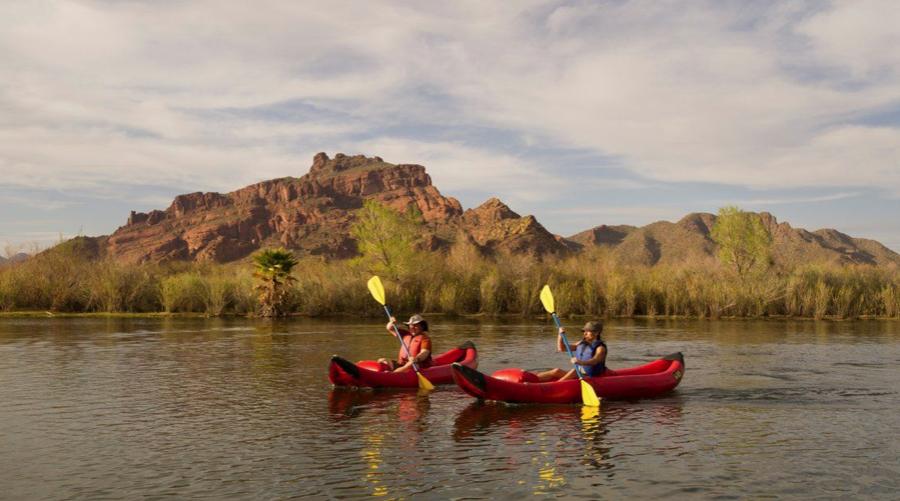 Der Verde River lässt sich bei Scottsdale in Arizona zudem auch entspannt mit dem Kayak erkunden.