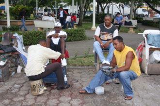 Schuhputzer in Higüey: Viele von ihnen sind Haitianer mit französishchem Akzent