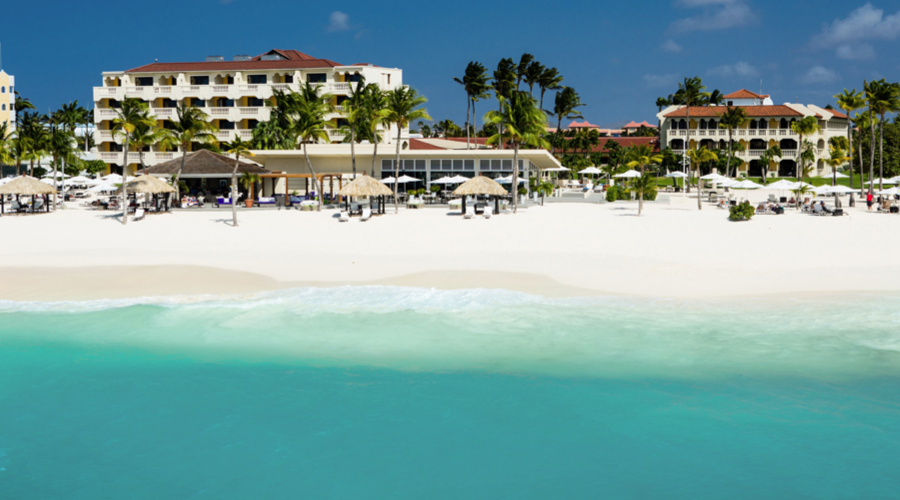 Wunderbare Aussicht aufs Adults only-Hotel auf Aruba in der Karibik