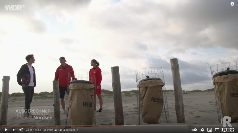 """Eine Millionen Müllbeutel verbraucht die Strandreinigung im Jahr, berichtet die WDR-Sendung """"Ausgerechnet Nordsee"""" auch auf YouTube auf dem Channel WDR-Reisen"""