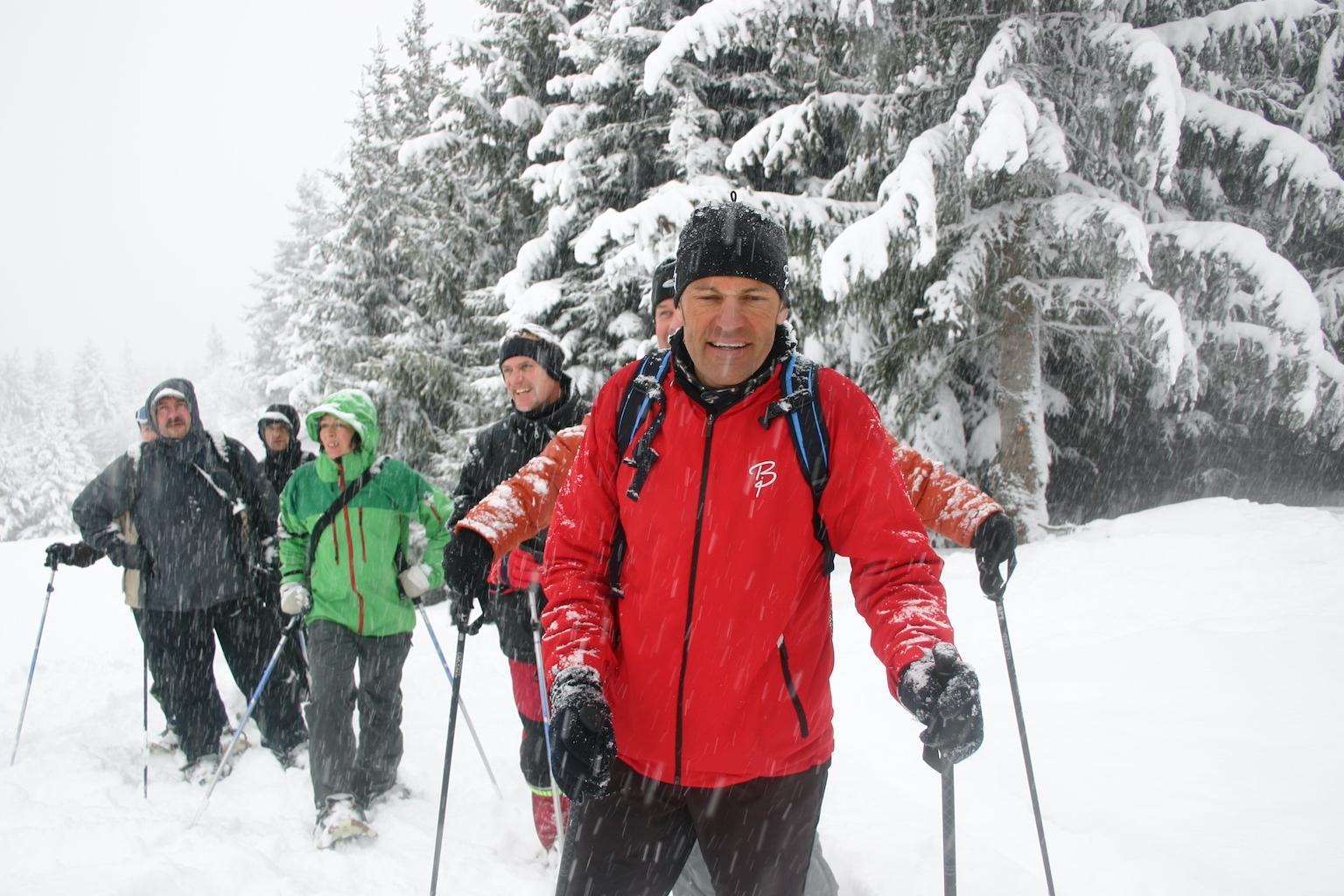 Schneeschuh-Wandern im Arosa Lenzerheide-Skigebiet in Graubünden in der Schweiz.