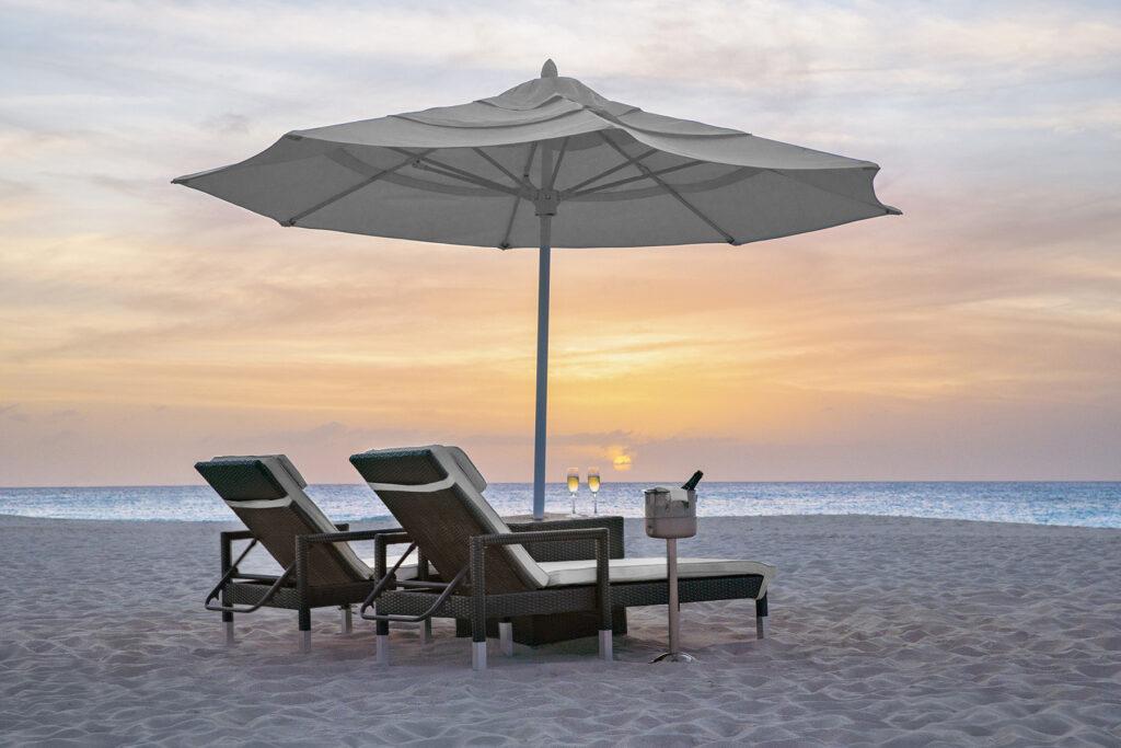 Sonnenuntergang am Tara Beach Resort auf Aruba in der Karibik