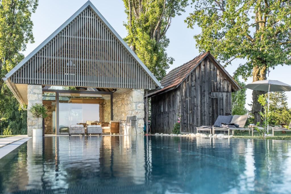 Adults Only Anlage Ciringa Stampfer liegt in Slowenien und besticht mit 360 Grad Ausblick auf die umliegenden Weinberge und infinity pool.